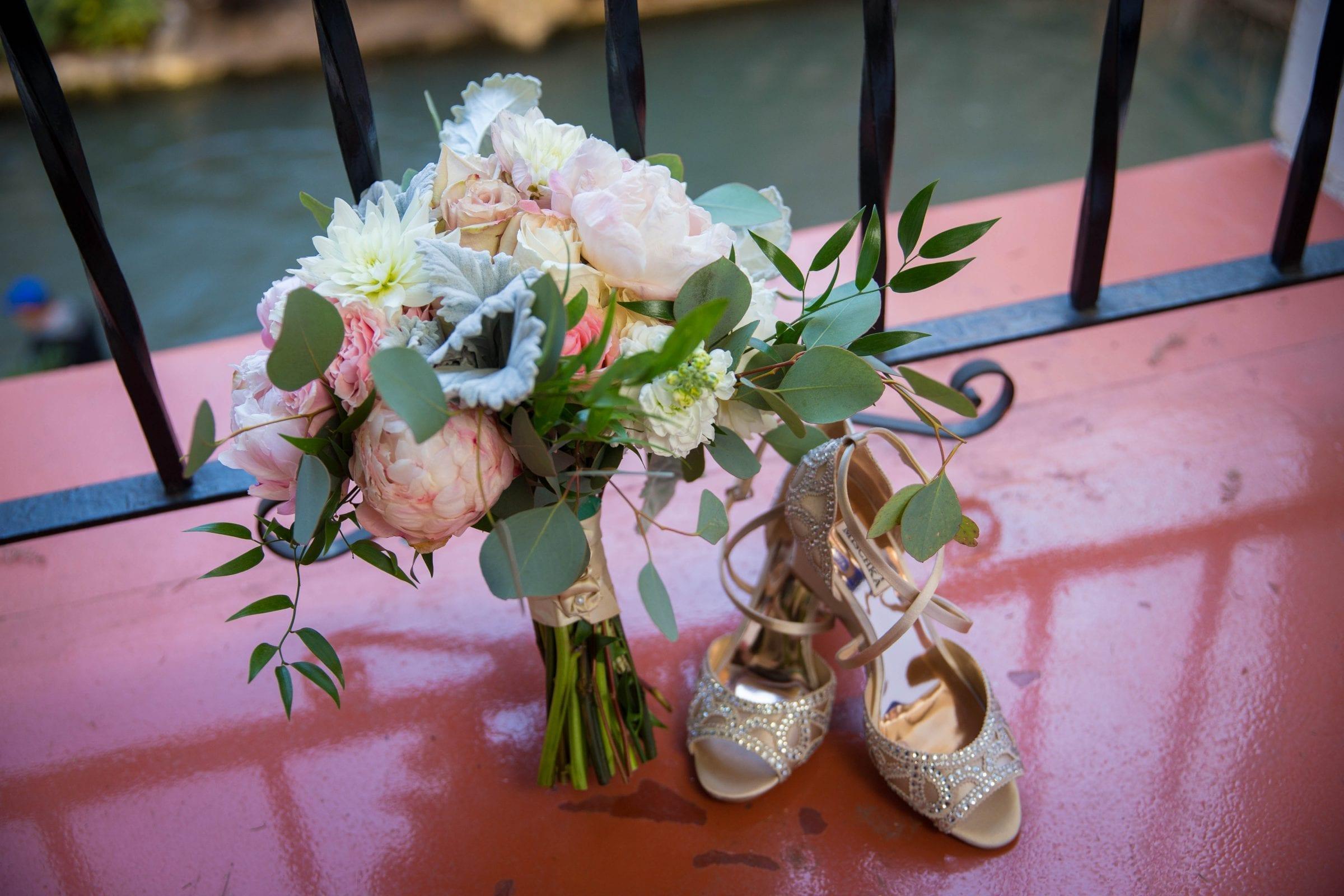 Crawford wedding Omni Del Mansion riverwalk bouquet