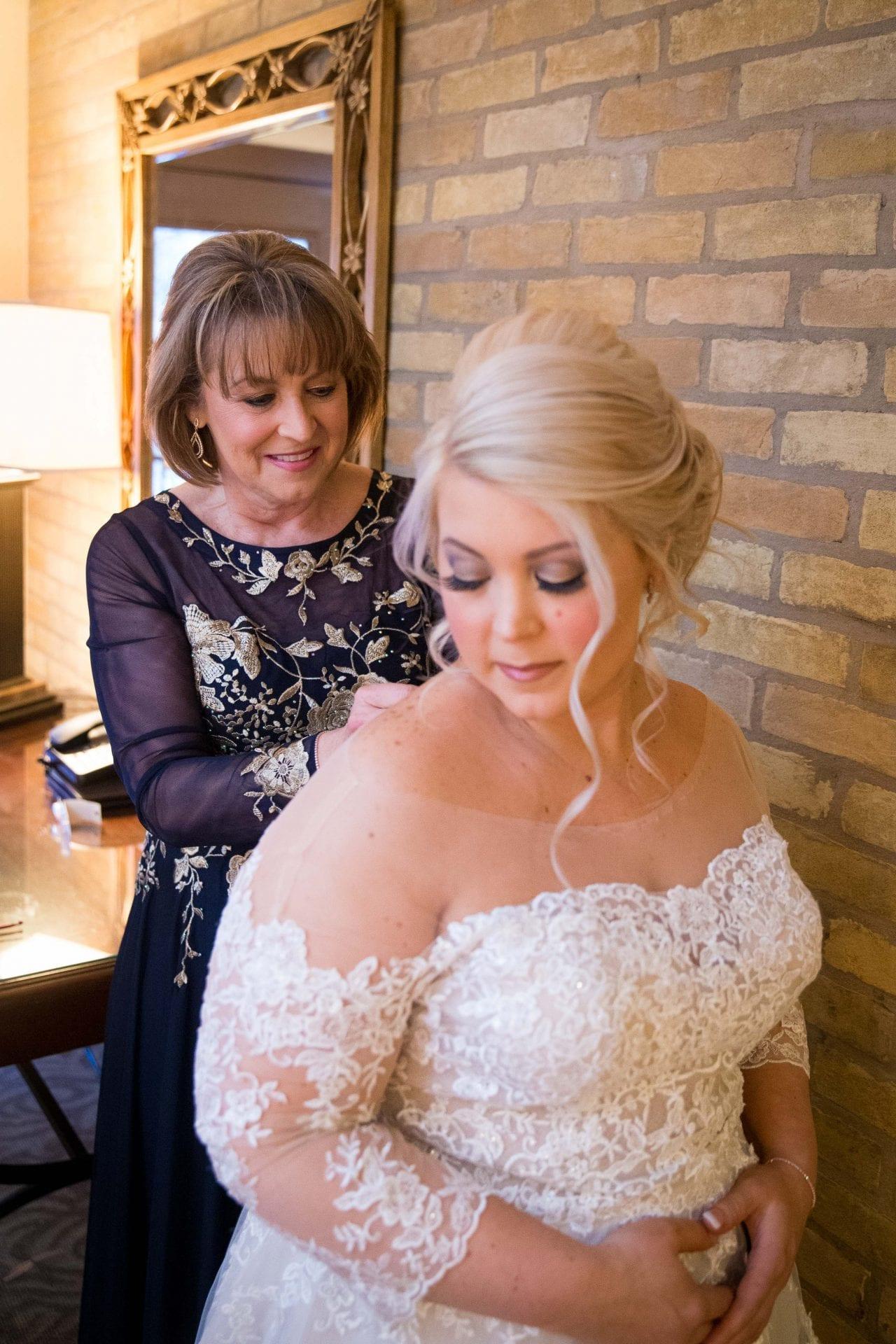 Crawford wedding Omni Del Mansion riverwalk mom buttoning