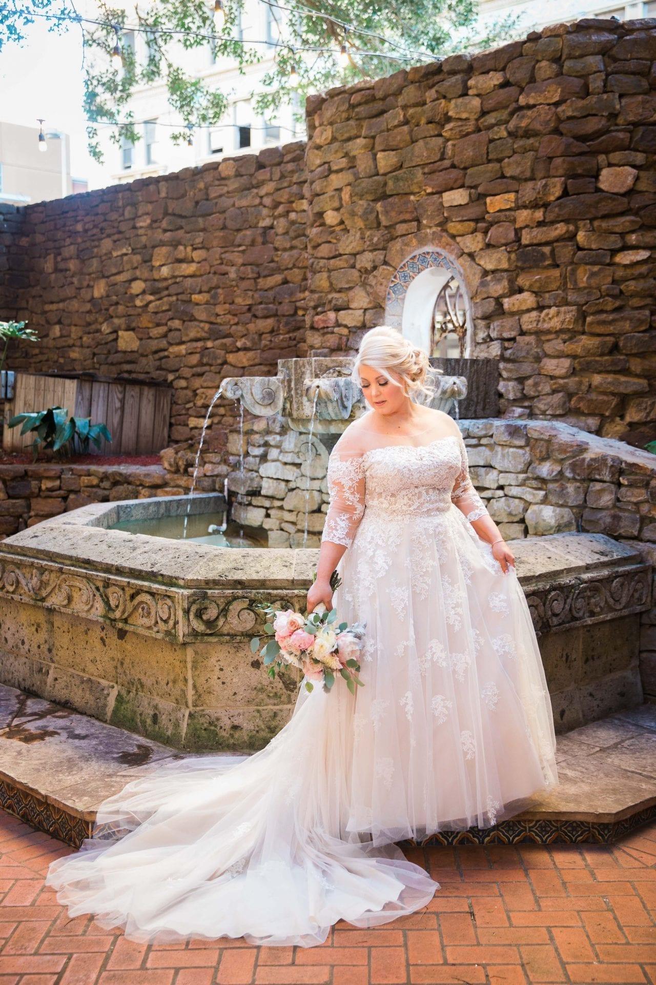 Crawford wedding Omni Del Mansion riverwalk bride by fountain