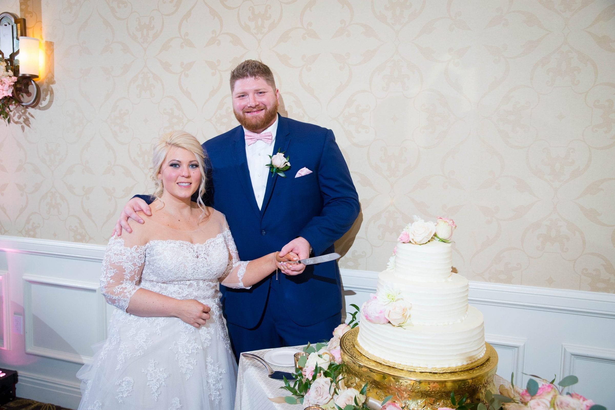 Crawford wedding Omni Del Mansion riverwalk cake cutting