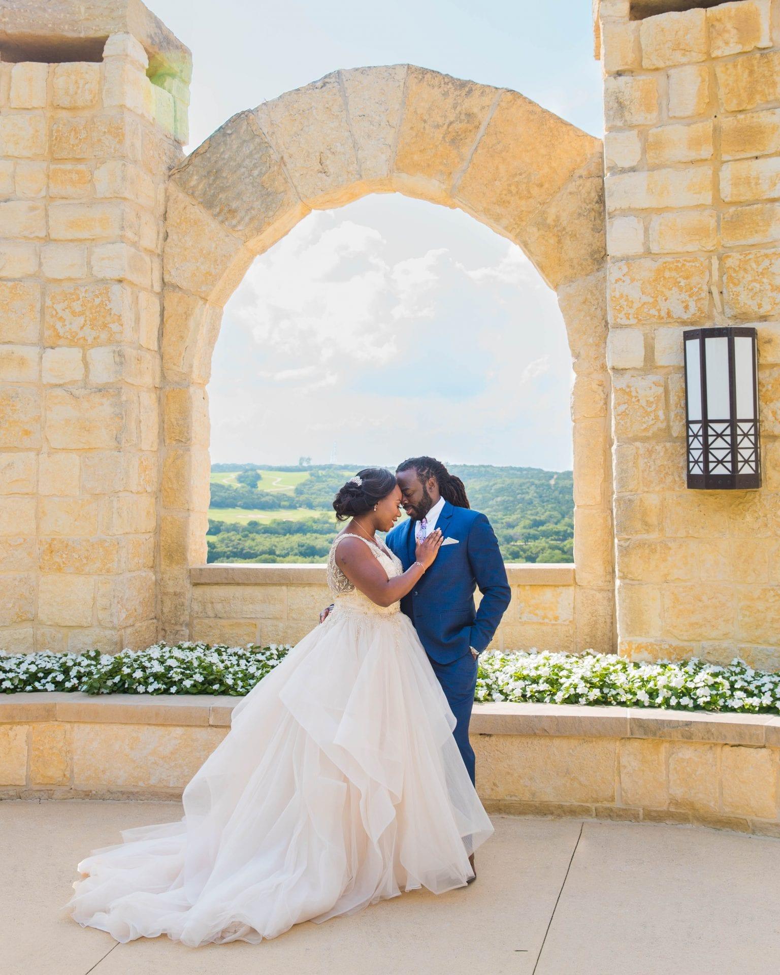 Onyema wedding La Cantera at the arches
