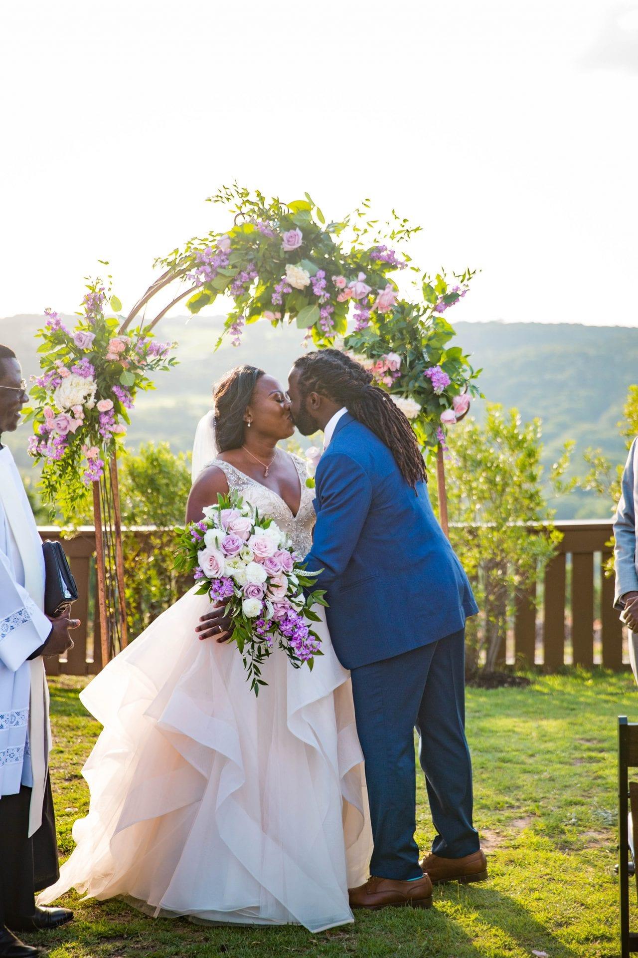 Onyema wedding La Cantera the kiss