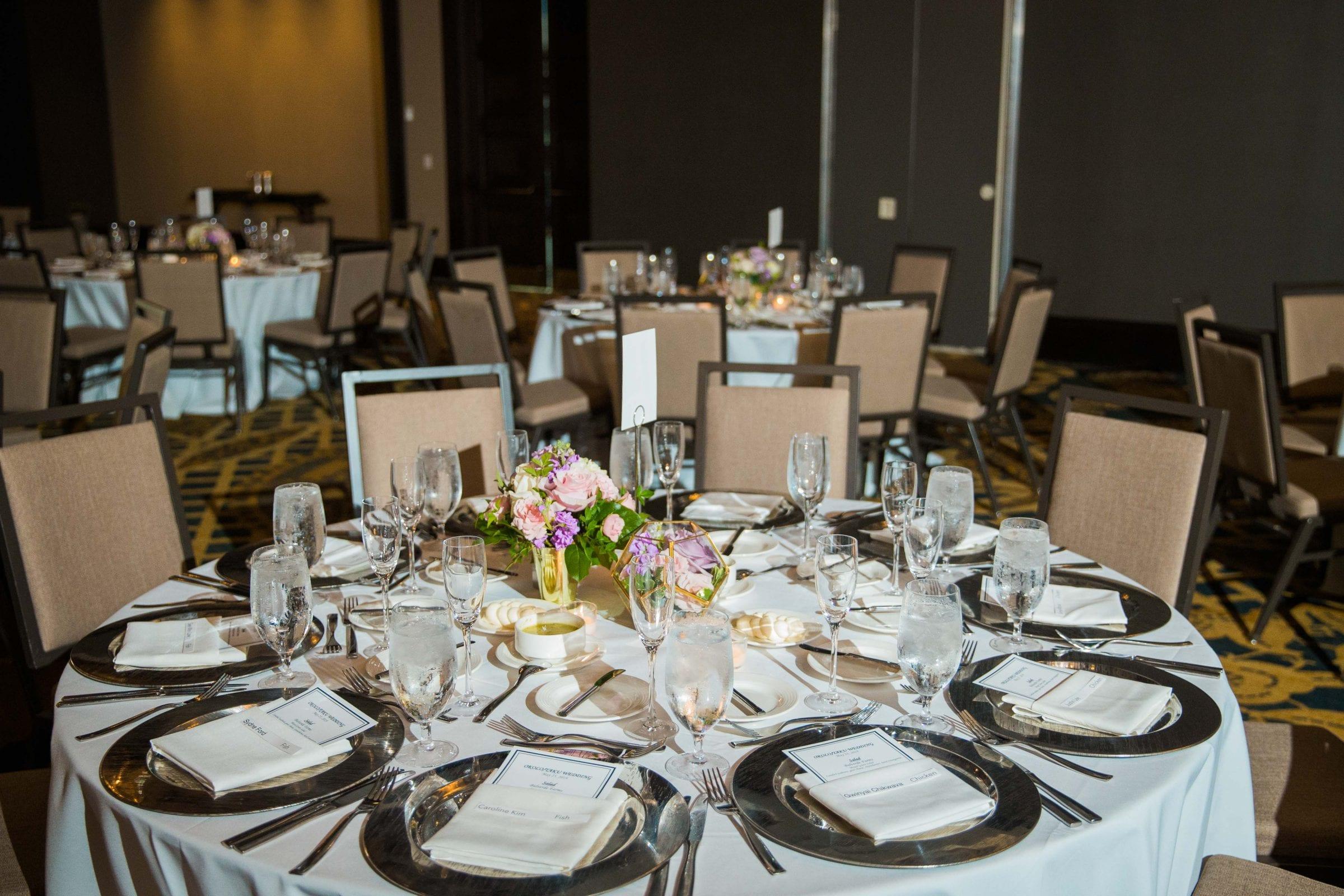 Onyema wedding La Cantera table with centerpiece